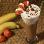 Бананово-шоколадный коктейль с мороженым