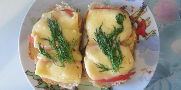 Бутерброды с помидором