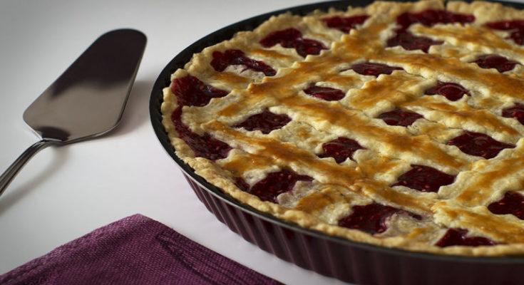 вытекание начинки из пирога