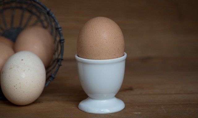 Как очистить яйца