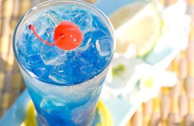 Приготовление коктейля Голубая лагуна