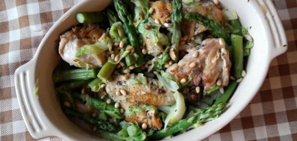 Как приготовить салат с курицей и спаржей
