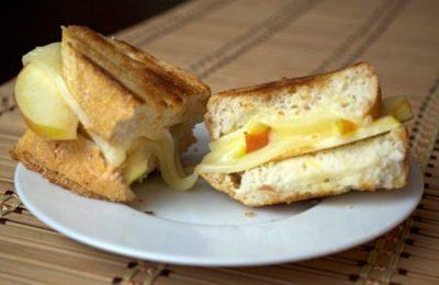 бутерброд с яблоком и сыром
